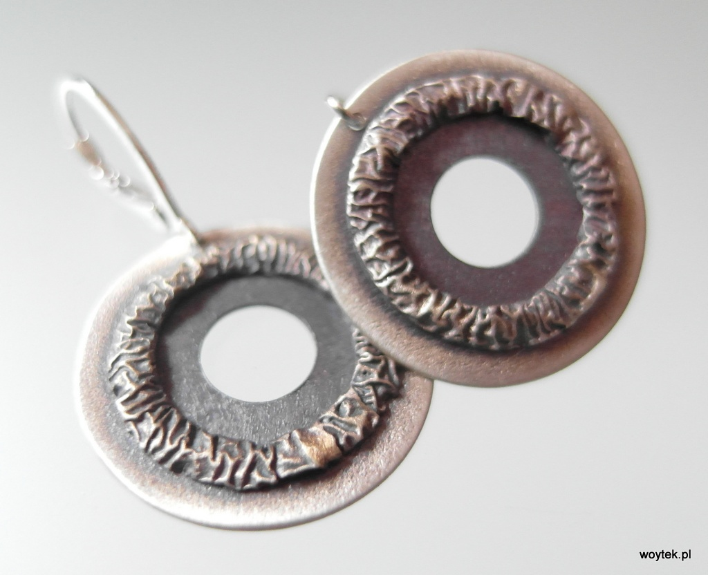 Srebrne kolczyki okręgi