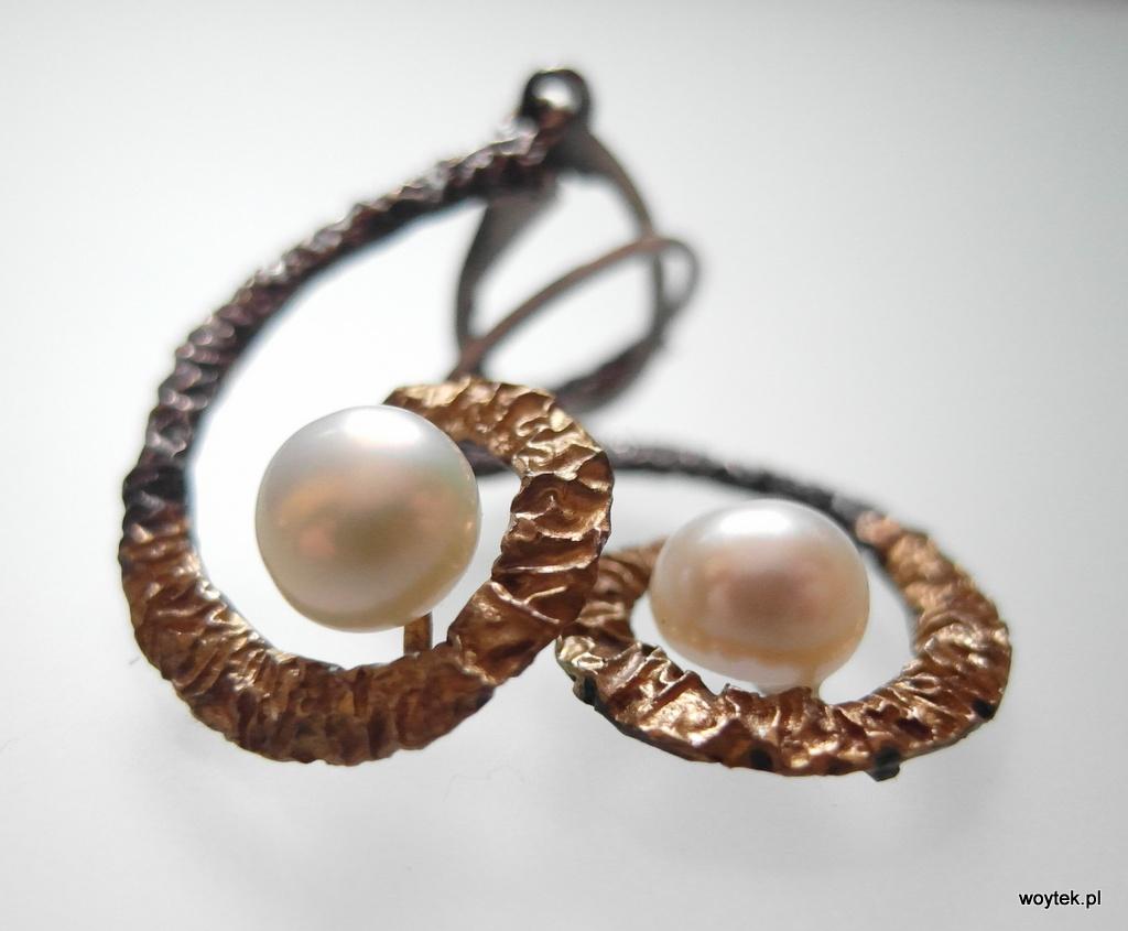 Srebrne kolczyki zawijas z perłą