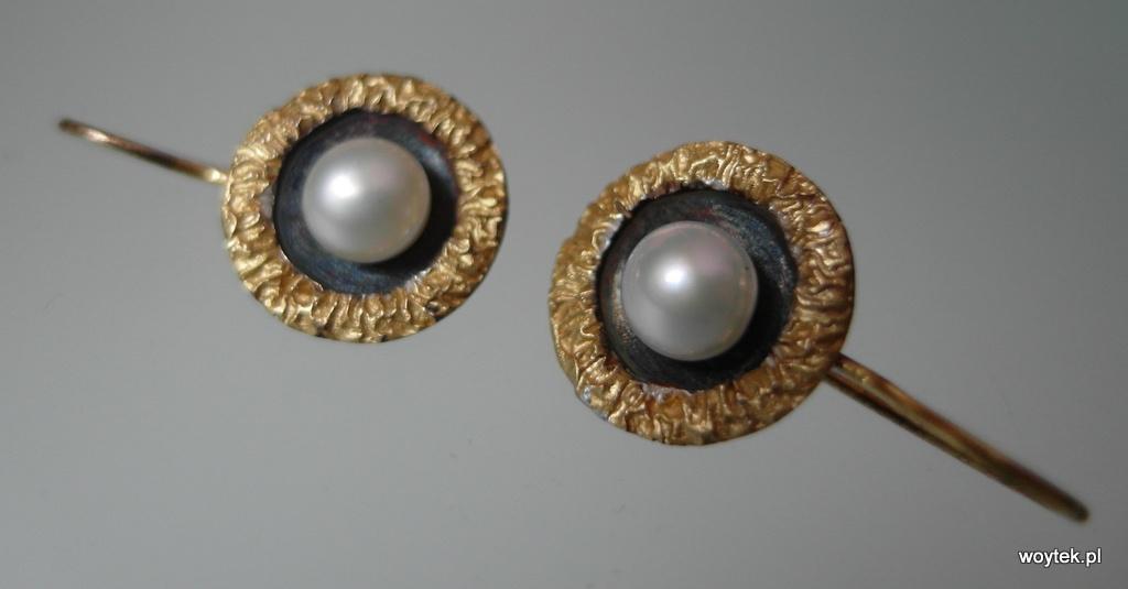 Pozłacane kolczyki koła z perłą
