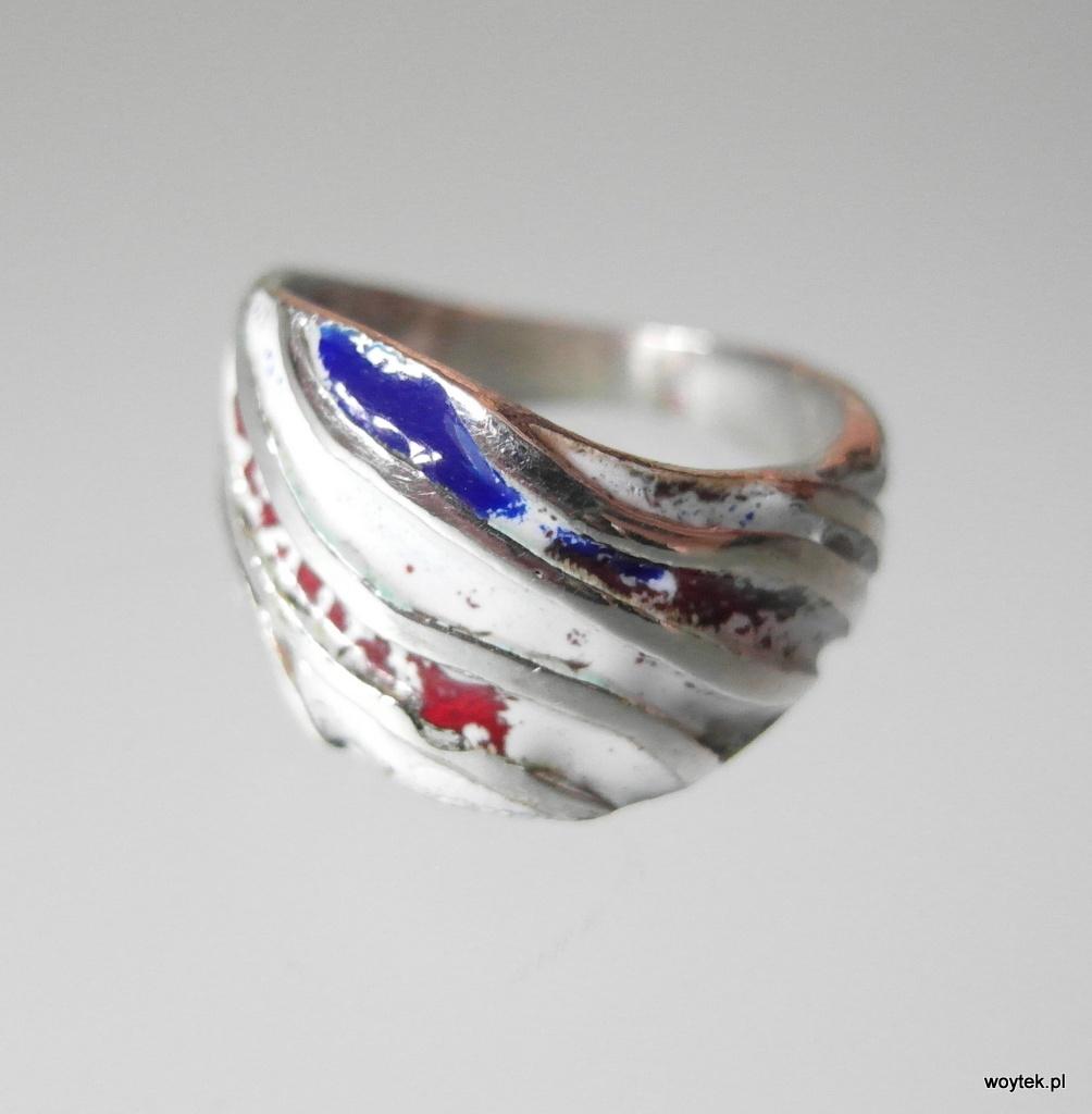 Srebrny pierścionek pasy - emalia