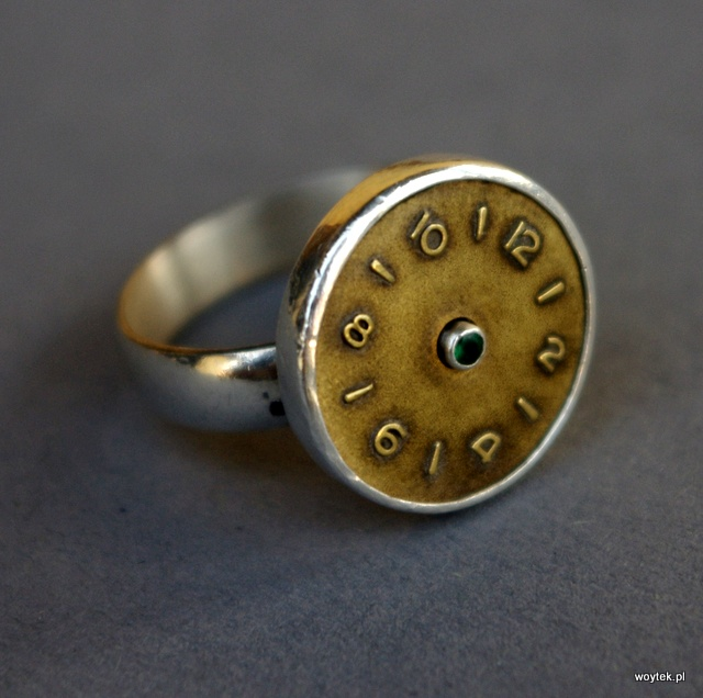 Srebrny pierścionek zegarek
