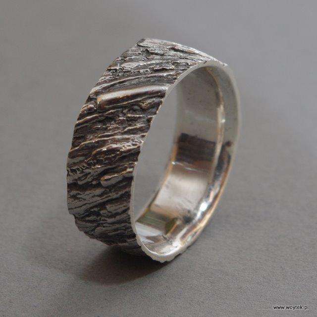 Srebrny pierścionek Kora