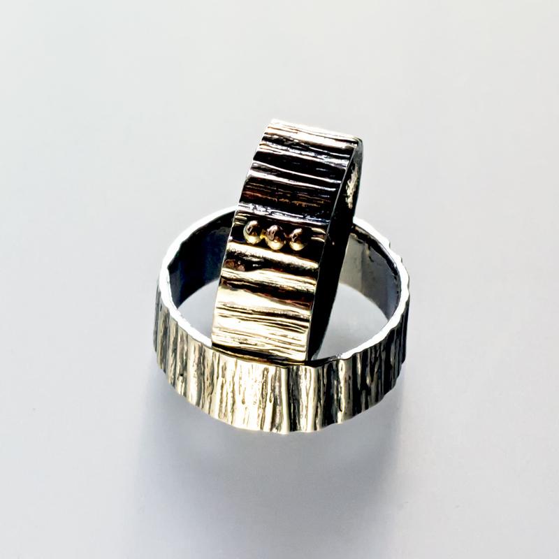 Srebrny pierścionek Szeroki z 3 złotymi kulkami