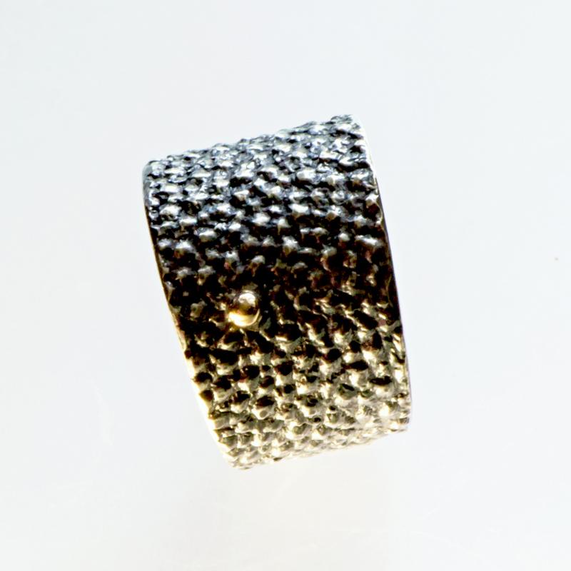 Srebrny pierścionek Płaszczka ze złotą kulką