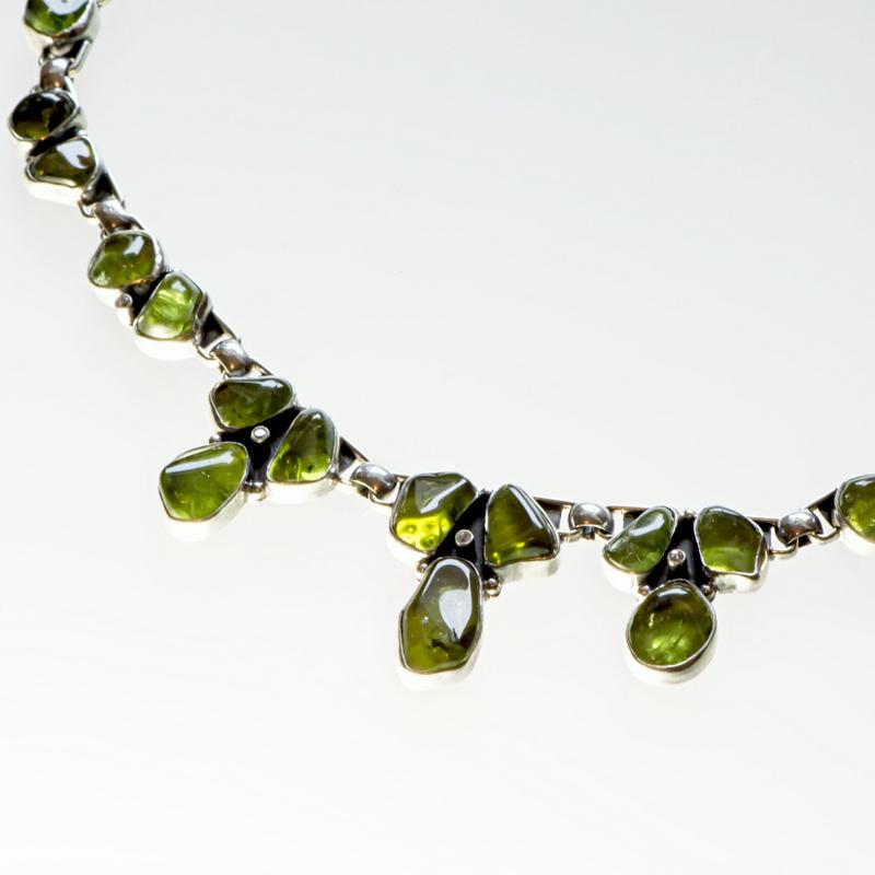 Srebrny naszyjnik z oliwinami i cyrkoniami