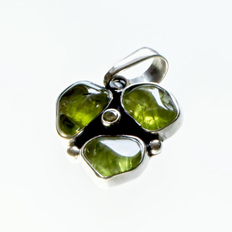 Srebrny wisiorek potrójny z oliwinami lub berylami i cyrkonią