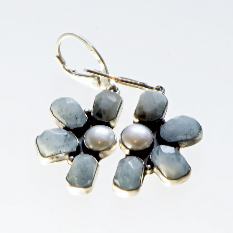 Srebrne kolczyki Półkwiaty z kamieniami naturalnymi i perłami