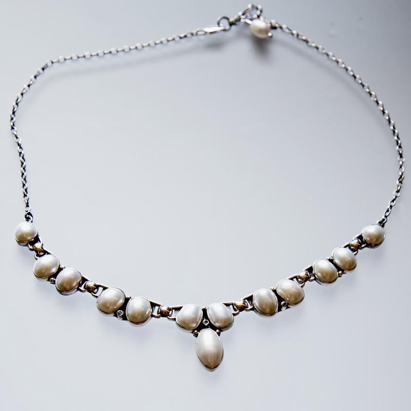 Srebrny naszyjnik z perłami i cyrkoniami