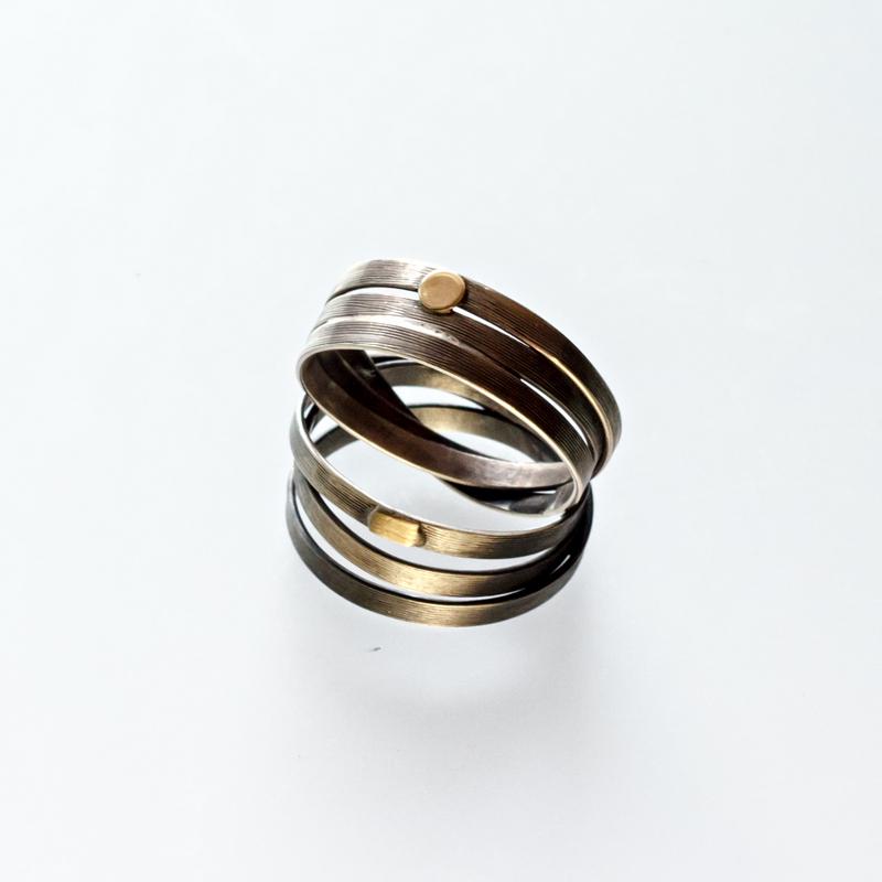 Srebrny pierścionek Obręcze ze złotym elementem