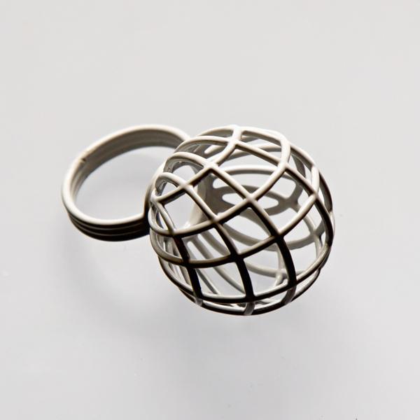 Srebrny lub emaliowany pierścionek Koszyk