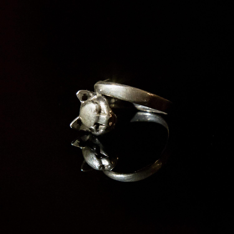 Srebrny pierścionek Kot