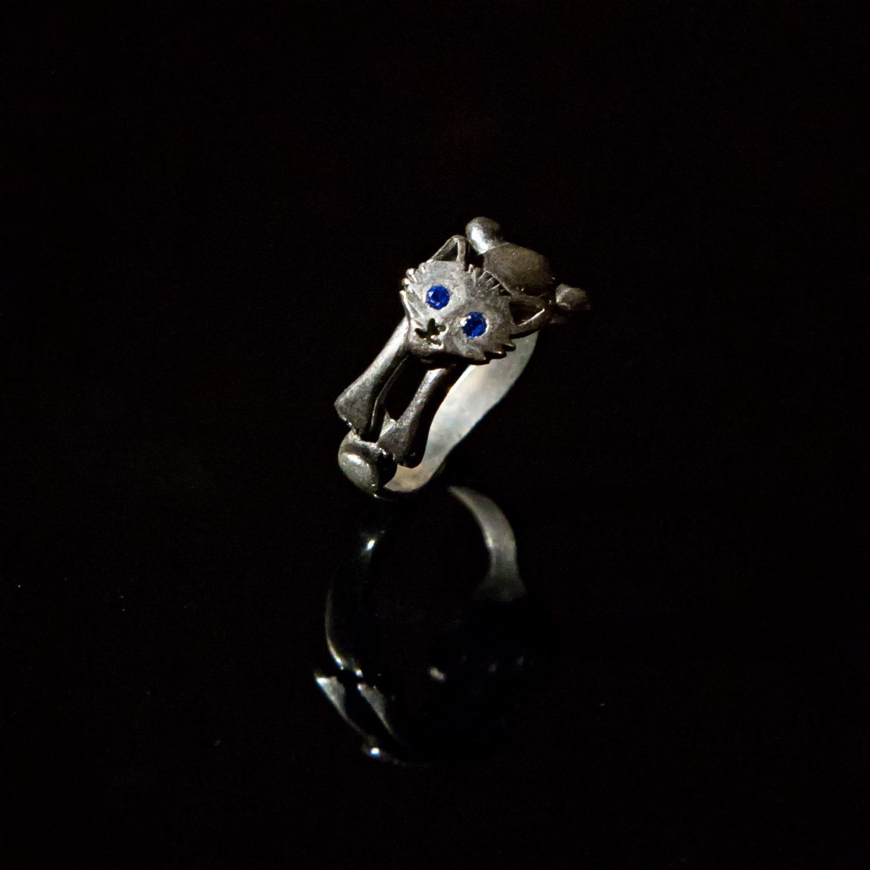 Srebrny pierścionek Kot z cyrkoniami
