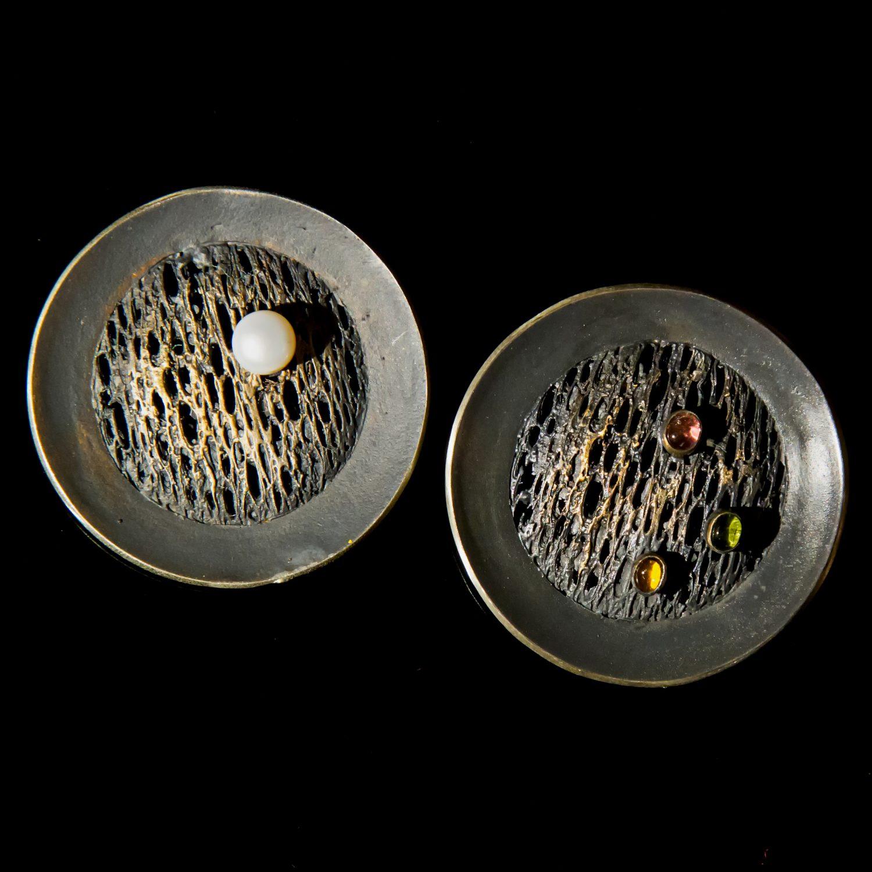 Srebrna broszka Trawiona Puklerz