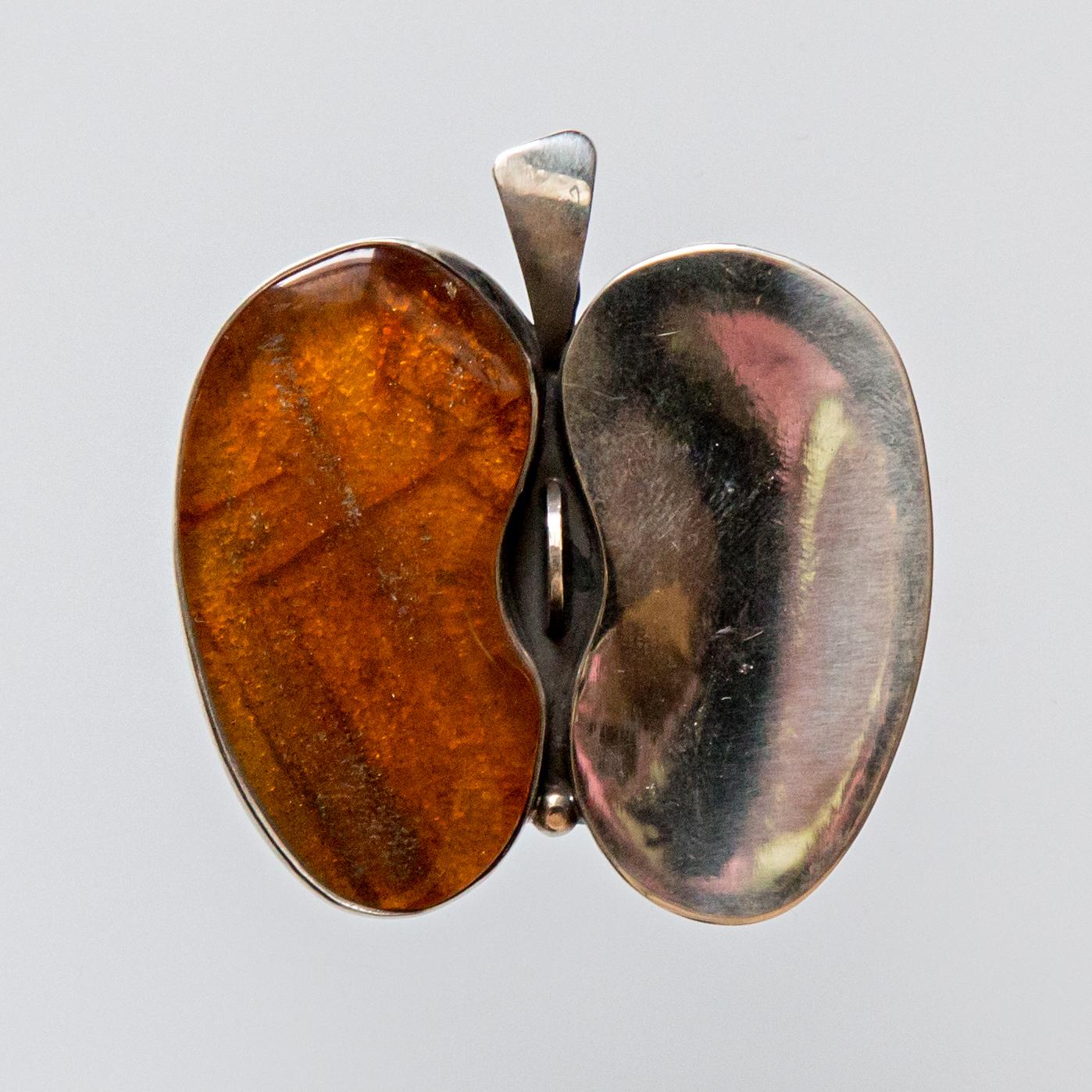 Srebrny broszko-wisior Jabłko Pół na Pół z masą perłową lub bursztynem