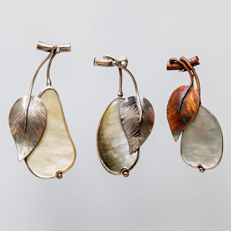 Srebrny broszko-wisior Gruszka z masą perłową