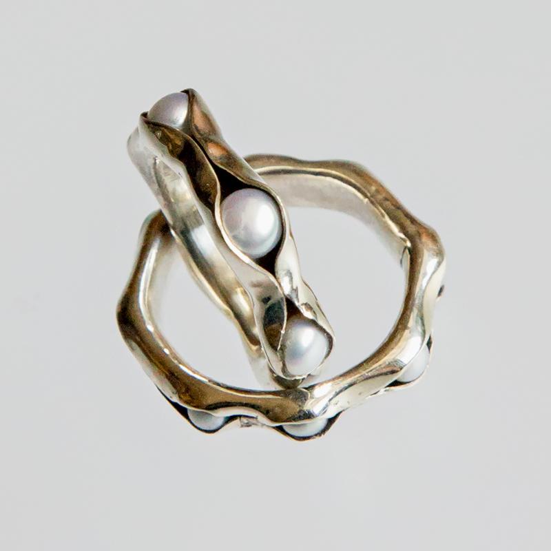 Srebrny pierścionek Groszki