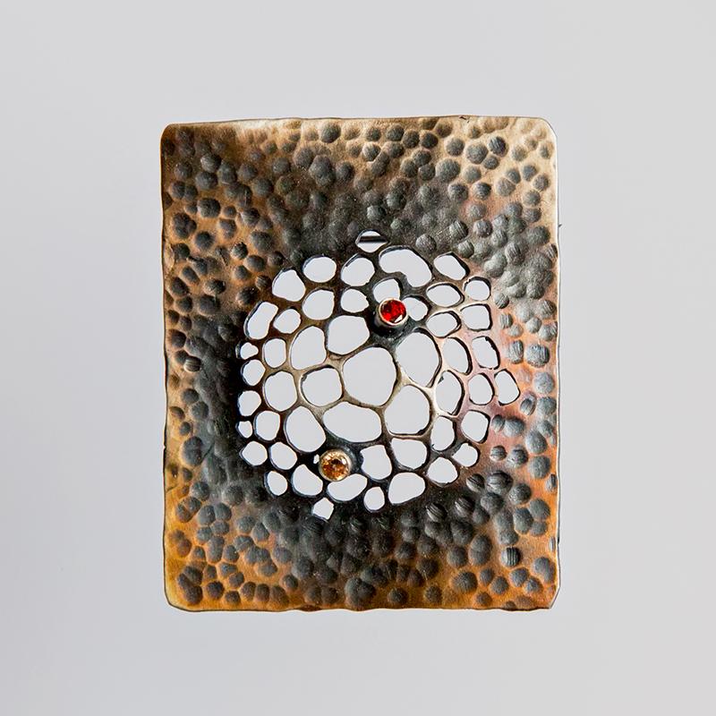 Srebrny broszko-wisior Trypofobia ażurowy