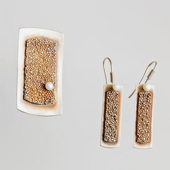 Srebrny broszko-wisior Granulacja prostokątny z perłą